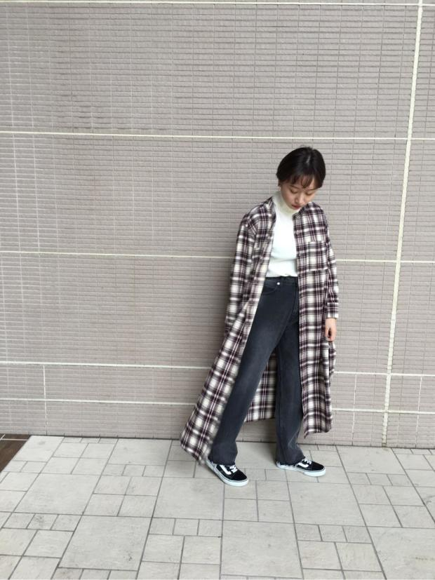 [秋山 萌絵]