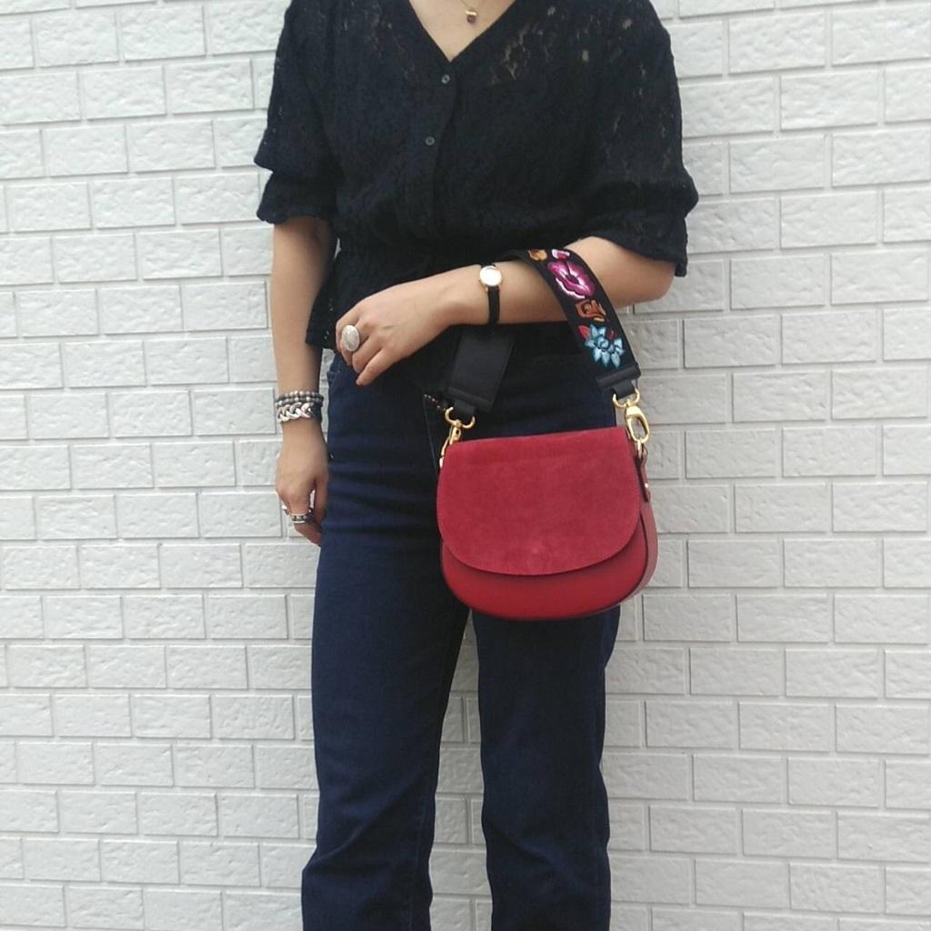 c9ec74faee0f 本日は日本初上陸ブランドのとっても素敵なミニショルダーバッグをご紹介致します♪