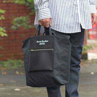 Acne Studiosの丁度良いバッグ