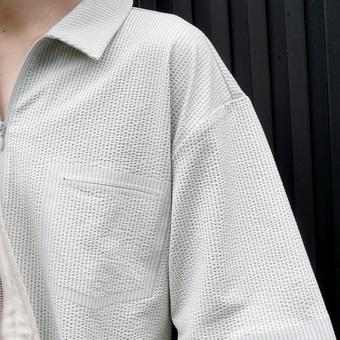 夏でも快適に着られるシャツあります。