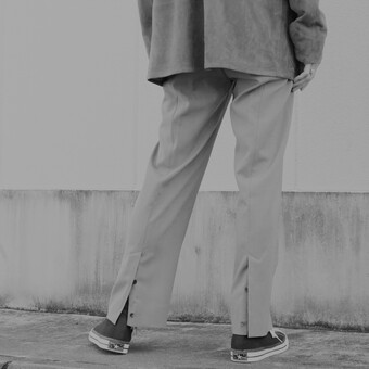 【YOKE】BACK SLIT STRAIGHT TROUSERS.