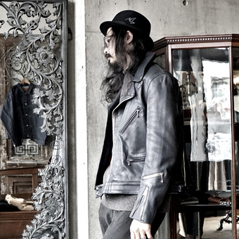 Lewis Leathers シープスキンの説明。