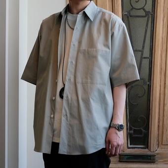 「AURALEE」よりシャツのご紹介。