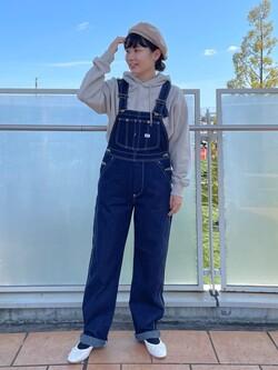 ららぽーと横浜のAyanaさんのLeeの【ユニセックス】ミニロゴ刺繍 フーディ/パーカーを使ったコーディネート