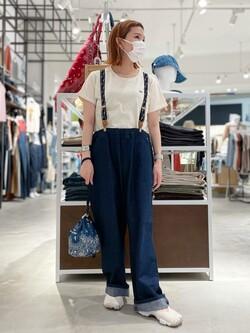 西宮ガーデンズ店のMisakiさんのLeeの【SALE】バンダナ柄 巾着バッグを使ったコーディネート