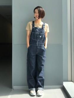 Lee アミュプラザ博多店のYurieさんのLeeの【SALE】バックオープン 半袖Tシャツを使ったコーディネート