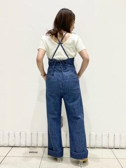 札幌パセオ店のChisatoさんのLeeの【SALE】バックオープン 半袖Tシャツを使ったコーディネート