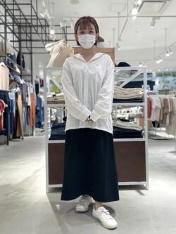 西宮ガーデンズ店のAnjuさんのLeeの【Lee×GRAMICCI(グラミチ)】タックフレア ミドルスカートを使ったコーディネート