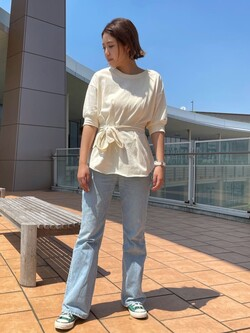 ららぽーと横浜のsatoさんのLeeのサッシュベルト付き スリット半袖Tシャツを使ったコーディネート