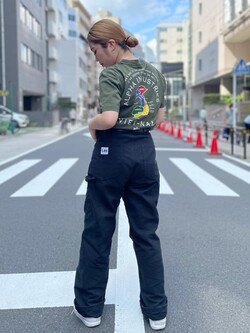 ALPHA SHOP渋谷店のmoe さんのALPHAのSOUVENIR プリント半袖Tシャツを使ったコーディネート
