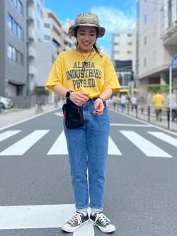 ALPHA SHOP渋谷店のmoe さんのALPHAの【SALE】A.I PHYS.ED ビンテージプリントTシャツを使ったコーディネート