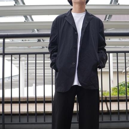 ミニマルなテーラードジャケット