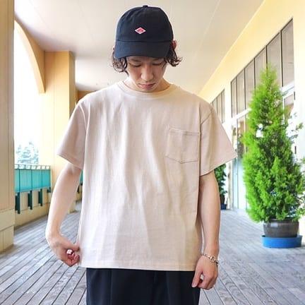 ジャストサイズで着用するのもオススメなTシャツです。【BALLAST ARK】