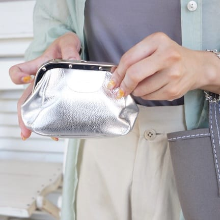 お財布はもちろん小物入れにも…