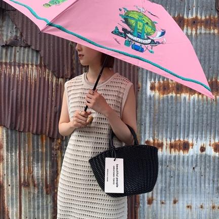 お洒落な傘で日焼け防止♪