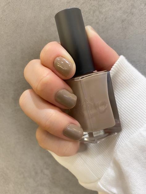 【洗練されたベージュネイル】  シンプルなワンカラーでもグッとこなれ感と、 華やかな指先に…☆  シンプルなネイルが好きな方、 シーンを選ばずに使いたい方、 ピンクや赤に少し飽きた方。  そのような方にとってもオススメな色味です\( ˆˆ )/ 爪のケアをしながらも発色と色持ちが良い24_7シリーズ。 是非お試し下さい!♪