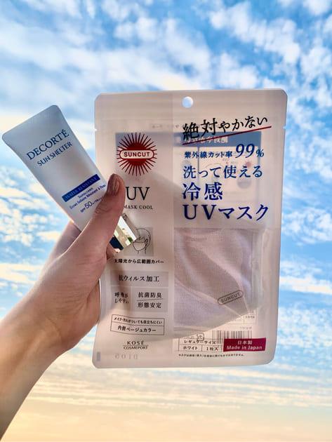 【マスク焼け、回避!】  うっかりマスク焼けを回避するならこの2つ♪   ❶UVカットマスク 紫外線カット率99%・UPF50+ マスク越しやけを防いでくれる2層構造の布マスクです!  外側はムレにくく、 吸水速乾に優れたカノコ素材 内側は冷感・吸水・消臭効果のある生地!  暑く高い温度の夏でもムレにくく、顔もすっぽり入る大きめサイズで心地よい使用感です♪    ❷サンシェルター マルチプロテクション ウォーターレジスタント  皮脂、汗、こすれに強いウォータープルーフタイプなので、マスク着用時にぴったり♪ キシキシせず、みずみずしい使用感なので朝のスキンケアの仕上げ感覚で使用しています。    ローズマリー葉エキスで潤いつつもしっかり肌を守ってくれる日焼け止めとUVマスクの組み合わせで、紫外線からお肌をガードしましょう♪
