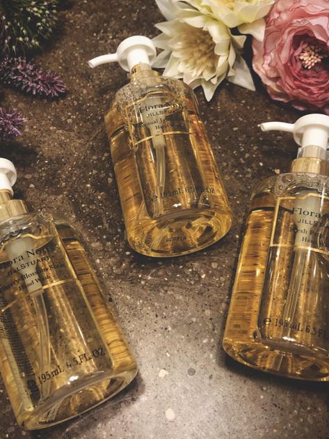 心和らぐ上質な香りのハンドウォッシュ! 洗った後もフレグランスを付けたような香りと潤いが続きますよ! ちなみに、私のお気に入りの香りはセンシュアルジャスミンです。