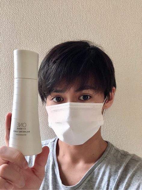 【マスク生活快適になりました!】 皮脂を抑制するから、マスク蒸れ対策ができちゃうんです!   以前から愛用していたバランシングチューナーを今では3本目リピート中ですが、 最近新たに気づいたことがあります、、、 このアイテムを使用すると、マスク蒸れが気にならなくなり、べたつきにくくなりました!! しかも乾燥も防いでくれるので、油水分バランスの整った肌に導いてくれます。 マスクをずっとしていてもサラサラで快適です!僕のように皮脂量の多いメンズの方にもおススメです!パッケージもおしゃれな建築物みたいのところもお気に入りです笑!  マスクが手放せない時期には本当におすすめなので、皆さん是非試して見てくださいね!!