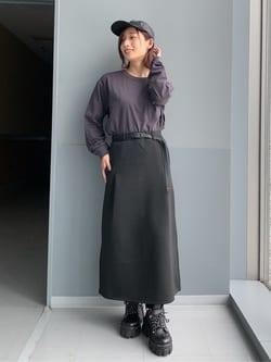 Lee アミュプラザ博多店のMISAKIさんのLeeの【Lee×GRAMICCI(グラミチ)】タックフレア ミドルスカートを使ったコーディネート