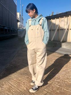 ルミネエスト新宿店のAyumiさんのLeeの【ユニセックス】ミニロゴ刺繍 フーディ/パーカーを使ったコーディネート