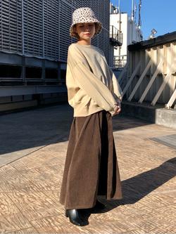ルミネエスト新宿店のAyumiさんのLeeの【Winter sale】【セットアップ対応】STANDARD WARDROBE COWGIRL ロングスカート(コーデュロイ)を使ったコーディネート