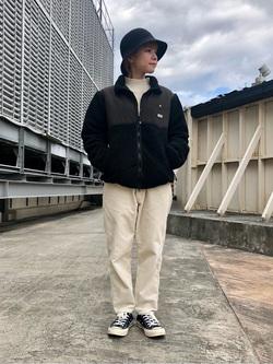 ルミネエスト新宿店のAyumiさんのLeeの【ユニセックス】フリースジップアップジャケットを使ったコーディネート