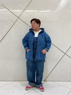 熊本COCOSA店のkazukiさんのLeeの【年間ベストセラー】オーバーオールを使ったコーディネート