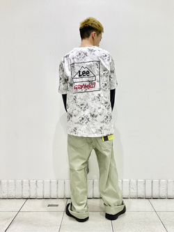 札幌パセオ店のgenさんのLeeの【SALE】【軽くて涼しい】リラックス ペインターパンツを使ったコーディネート