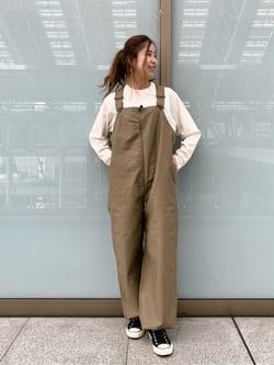 ルクア大阪のwakanaさんのLeeの【ユニセックス】バックプリント 長袖Tシャツを使ったコーディネート