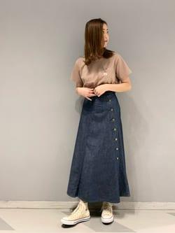 大阪店のwakanaさんのLeeの【SALE】サイドボタンスカートを使ったコーディネート