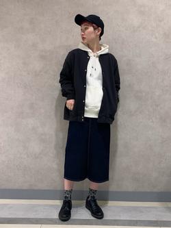 Lee 名古屋店のアンジェラさんのLeeのLeeロゴ刺繍キャップ/帽子(ツイル素材)を使ったコーディネート