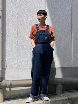 Lee 名古屋店のアンジェラさんのLeeの【再値下げSALE】【2通りの着こなしが楽しめる】サイドアジャスター付き オーバーオールを使ったコーディネート