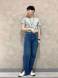 Lee 名古屋店のアンジェラさんのLeeの【SALE】バックオープン 半袖Tシャツを使ったコーディネート