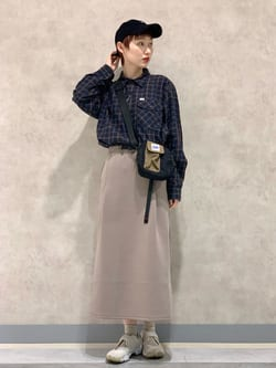 Lee 名古屋店のアンジェラさんのLeeの【Lee×GRAMICCI(グラミチ)】タックフレア ミドルスカートを使ったコーディネート