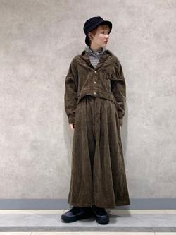 Lee 名古屋店のアンジェラさんのLeeの【セットアップ対応】STANDARD WARDROBE COWGIRL ロングスカート(コーデュロイ)を使ったコーディネート