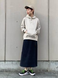 Lee 名古屋店のアンジェラさんのLeeの【Lee×GRAMICCI(グラミチ)】タックフレア ミドルスカート コーデュロイを使ったコーディネート