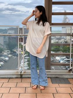 ららぽーと横浜のAyakaさんのLeeの【シークレットセーール!!】VACATION サイドボタンデニムフレアパンツを使ったコーディネート