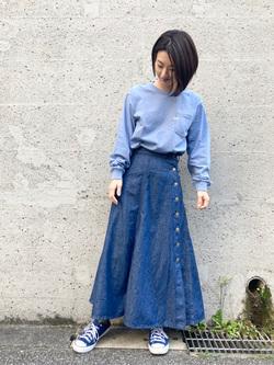 Lee アミュプラザ博多店のYurieさんのLeeのサイドボタンスカートを使ったコーディネート