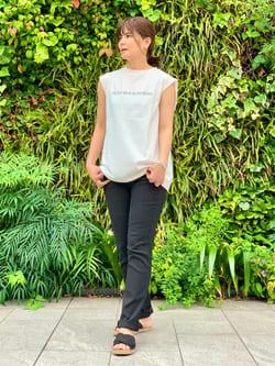 LINKS UMEDA店のYUKIさんのSOMETHINGのSOMETHING ノースリーブ プリントTシャツを使ったコーディネート