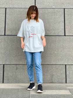 LINKS UMEDA店のYUKIさんのEDWINのEDWIN x タケウチアツシ アーティストコラボTシャツを使ったコーディネート