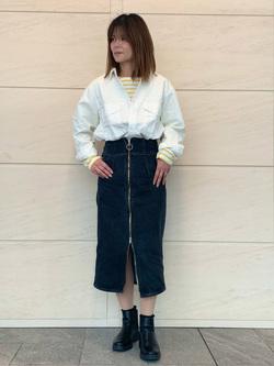 LINKS UMEDA店のYUKIさんのSOMETHINGのSOMETHING バスクシャツを使ったコーディネート