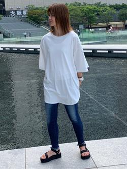 LINKS UMEDA店のYUKIさんのC17のC17 スリット ビッグTシャツを使ったコーディネート