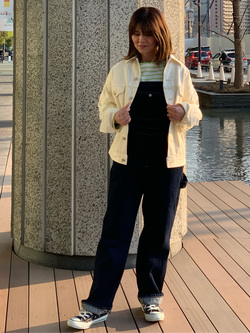 LINKS UMEDA店のYUKIさんのSOMETHINGの【GISELe 3月号掲載】SOMETHING ベーシック オーバーオールを使ったコーディネート