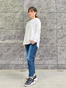 LINKS UMEDA店のYUKIさんのSOMETHINGのSOMETHING TOKYO SOME GIRLS ロングスリーブTシャツを使ったコーディネート