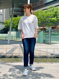 LINKS UMEDA店のYUKIさんのEDWINの終了【ガレージセール】ロゴプリント クルーネック 半袖TシャツAを使ったコーディネート