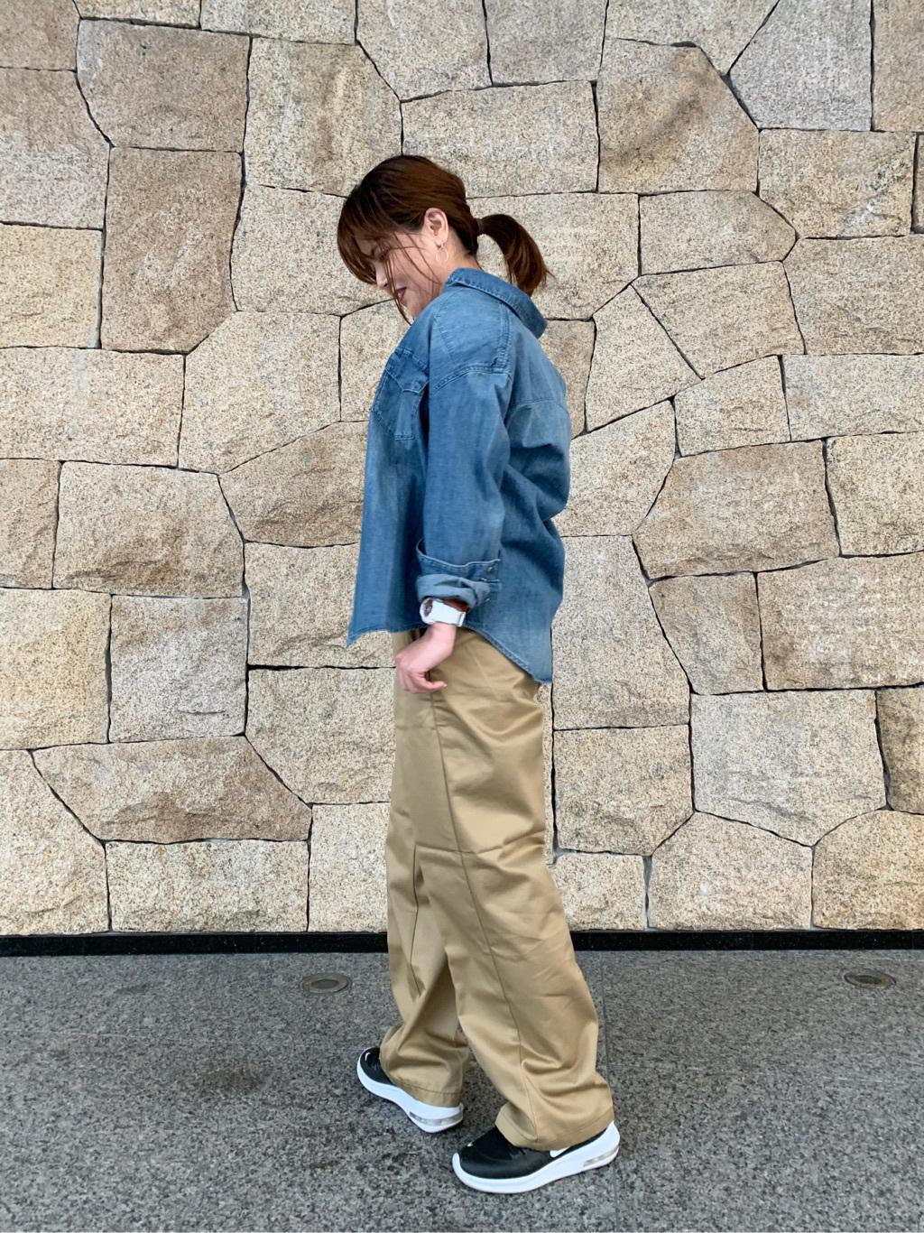 LINKS UMEDA店のYUKIさんのSOMETHINGの【再値下げSALE】SOMETHING 1/3 FIT トラウザーを使ったコーディネート