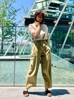 LINKS UMEDA店のYUKIさんのSOMETHINGの終了【SALE】SOMETHING タックワイドパンツを使ったコーディネート