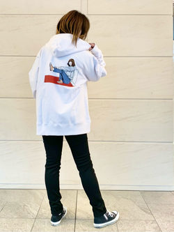 LINKS UMEDA店のYUKIさんのEDWINの【直営店限定】ジーパン女子 x 江口寿史 パーカー 【ユニセックス】を使ったコーディネート