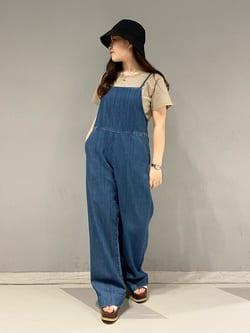 大阪店のRunaさんのLeeの【再値下げSALE】ワンポイントロゴ刺繍 半袖Tシャツを使ったコーディネート